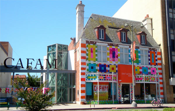 la-yarn-bombing-la-at-craft-folk-art-museum-20-001